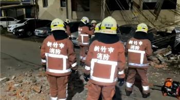 五車遭殃!新竹舊戲院「鐵架、磚頭」被震垮