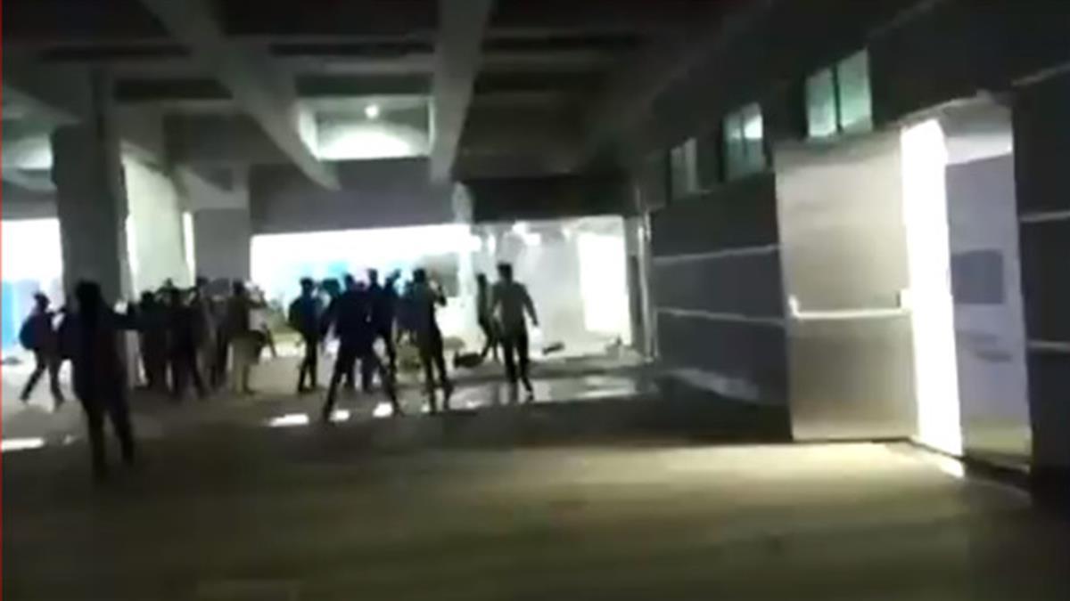 快訊/緯創印度iPhone廠驚傳暴動!上千員工砸毀公司