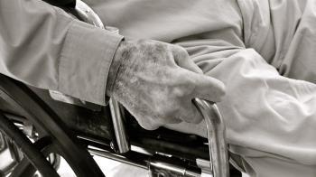 80歲爺命危「狂比1」不想急救 原因曝光醫生都泛淚