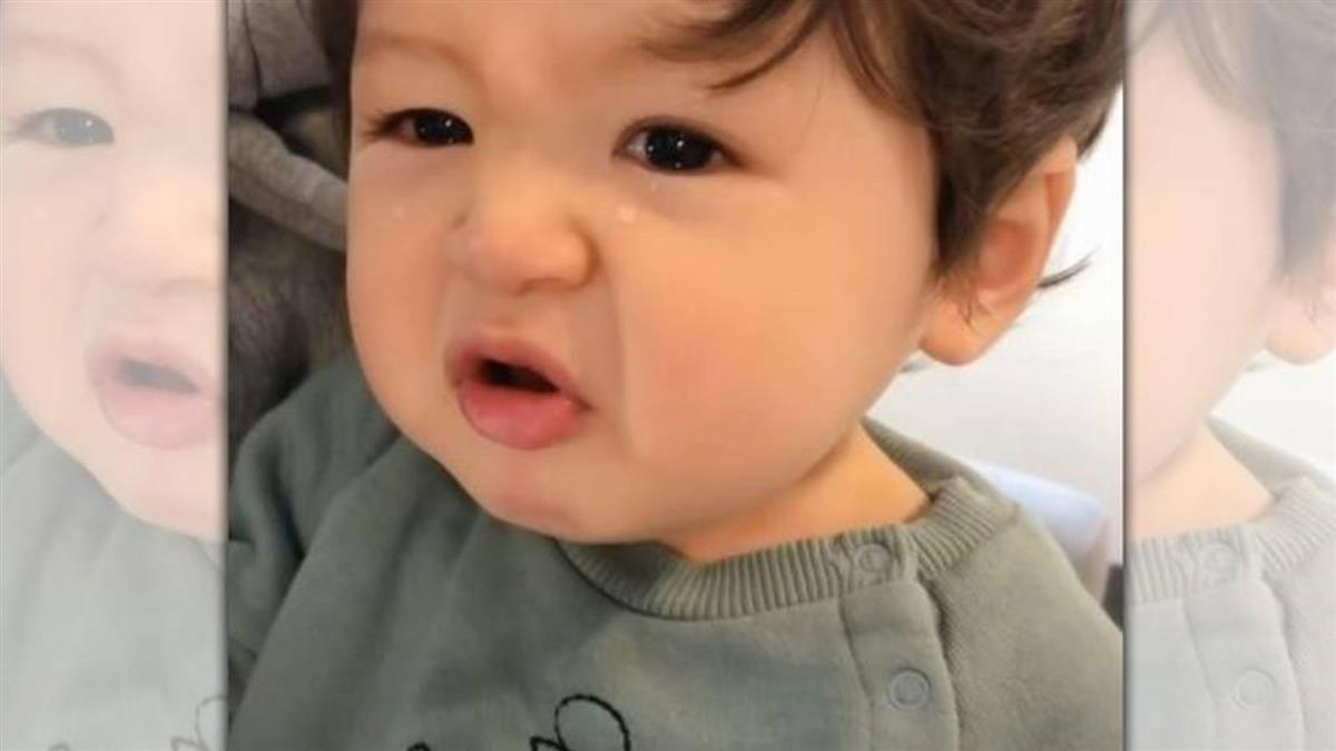 1歲萌娃哭抓爺爺「不要走」 320萬網友全融化了
