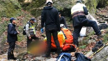 29歲男登屏風山失足墜谷亡 空勤吊掛遺體下山