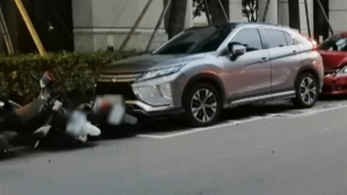 借朋友跑車疑操作不當 他狂撞路邊5汽機車