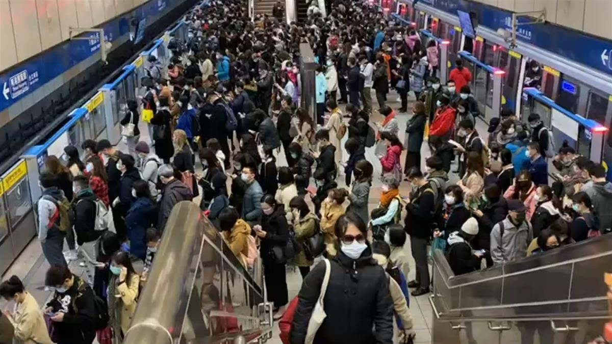 快訊/北捷龍山寺站擠爆 疑列車異常不提供載客服務
