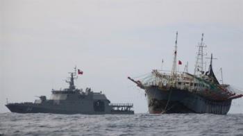 智利海軍貼身追蹤中國漁船 兩國元首剛剛慶祝建交50週年