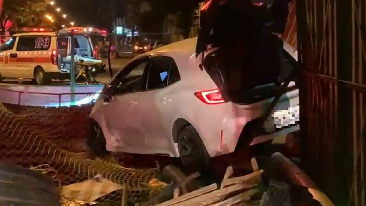 快訊/自撞下水道車頭全毀 台中醉男向警討水喝遭捕