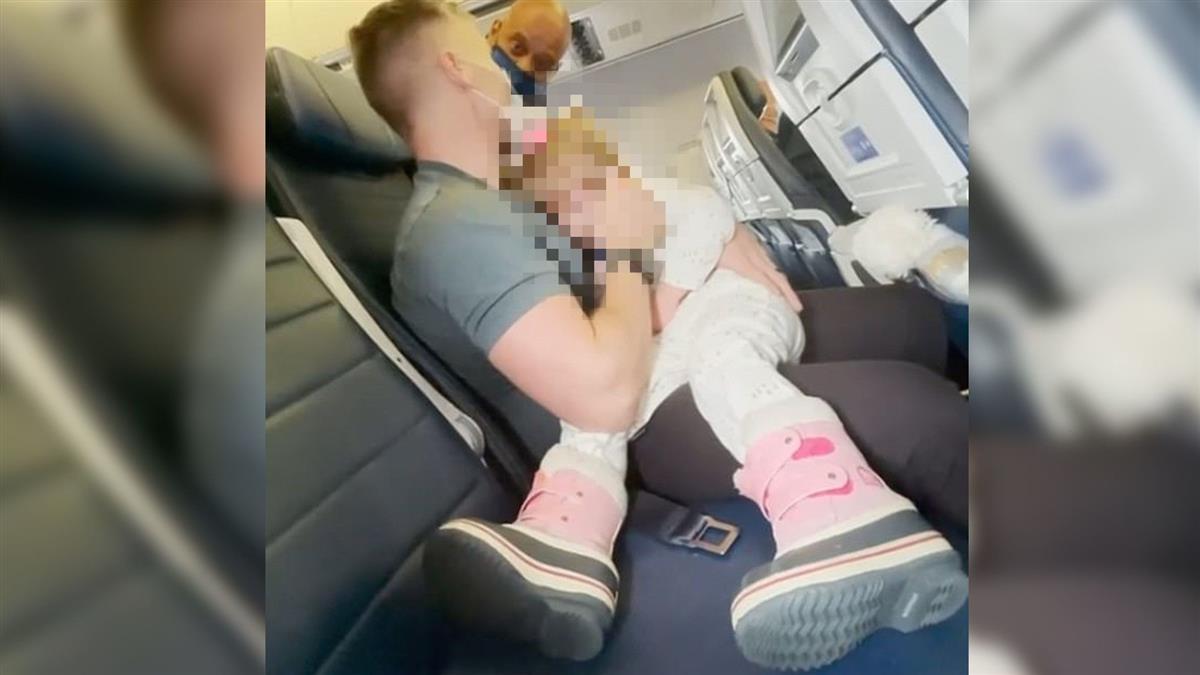 2歲女兒不戴口罩!全家人被趕下機列拒載 媽媽哭癱了