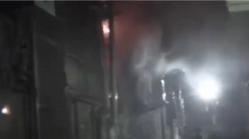 巡邏突遇民宅失火 熱心警急找17支滅火器救援