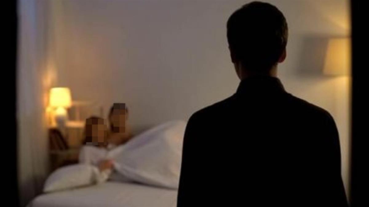 帶女友進爸媽房間激戰 下秒被開門「八目相交」慘了