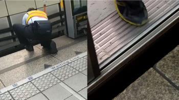 獨/手滑!錢包掉捷運軌道 站務員急扳門「撈」救援