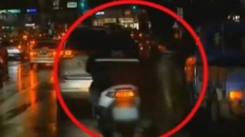 騎士左切後方機車自摔 警:同一車道內行駛非肇逃