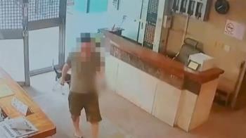獨/住戶中庭遛狗被勸阻 竟持愛犬穢物砸保全挨告