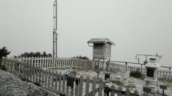 快訊/冬至下雪了!玉山急凍-3.1度 8:20降初雪