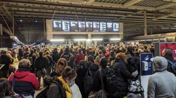 英倫敦防疫升級接近「封城」車站湧現逃難潮