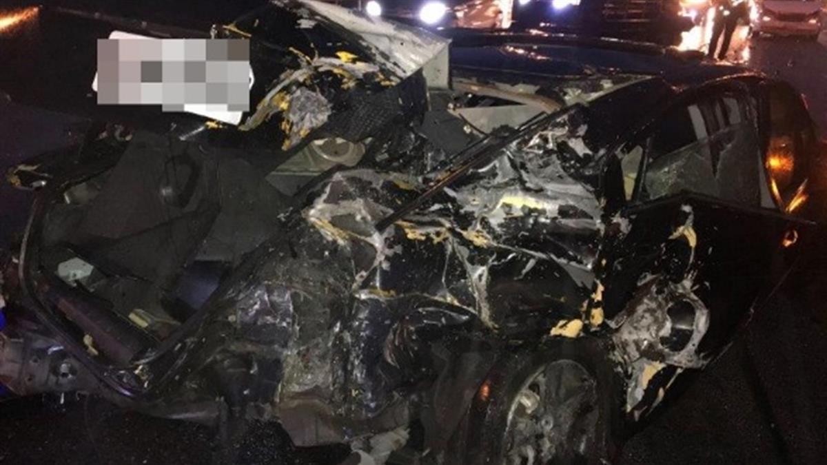快訊/國道2號重大車禍 6車追撞3傷1命危