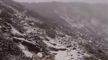 快訊/雪山也下雪了!入冬第一場 圈谷以上覆蓋薄雪