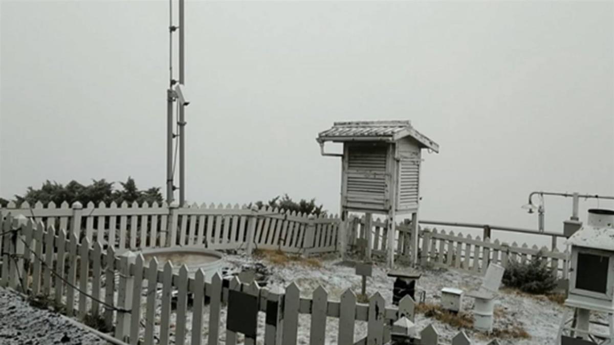 下雪了!玉山降下入冬以來初雪 累積0.5公分
