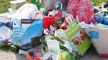 亞馬遜年產2.1億公斤塑膠垃圾 可繞地球500圈