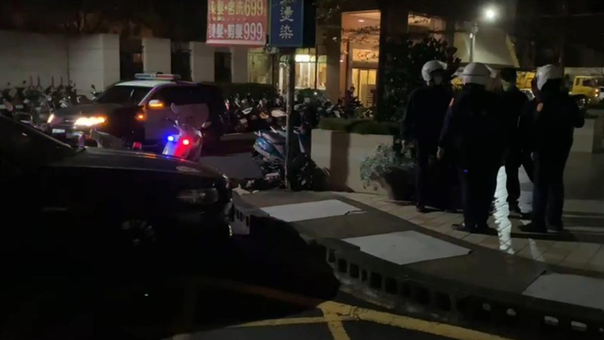 快訊/台中駕駛深夜疑酒駕狂逃竄 與警拉扯慘遭逮捕