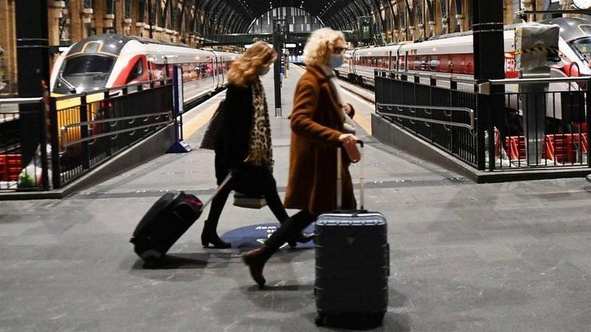 新冠疫情:英國變種病毒肆虐,聖誕節前艱難的出行路
