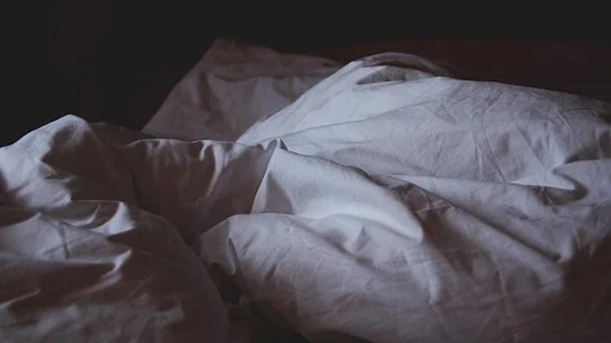 鮮肉男星被控劈腿龜縮20天 床上大尺度音檔瘋傳