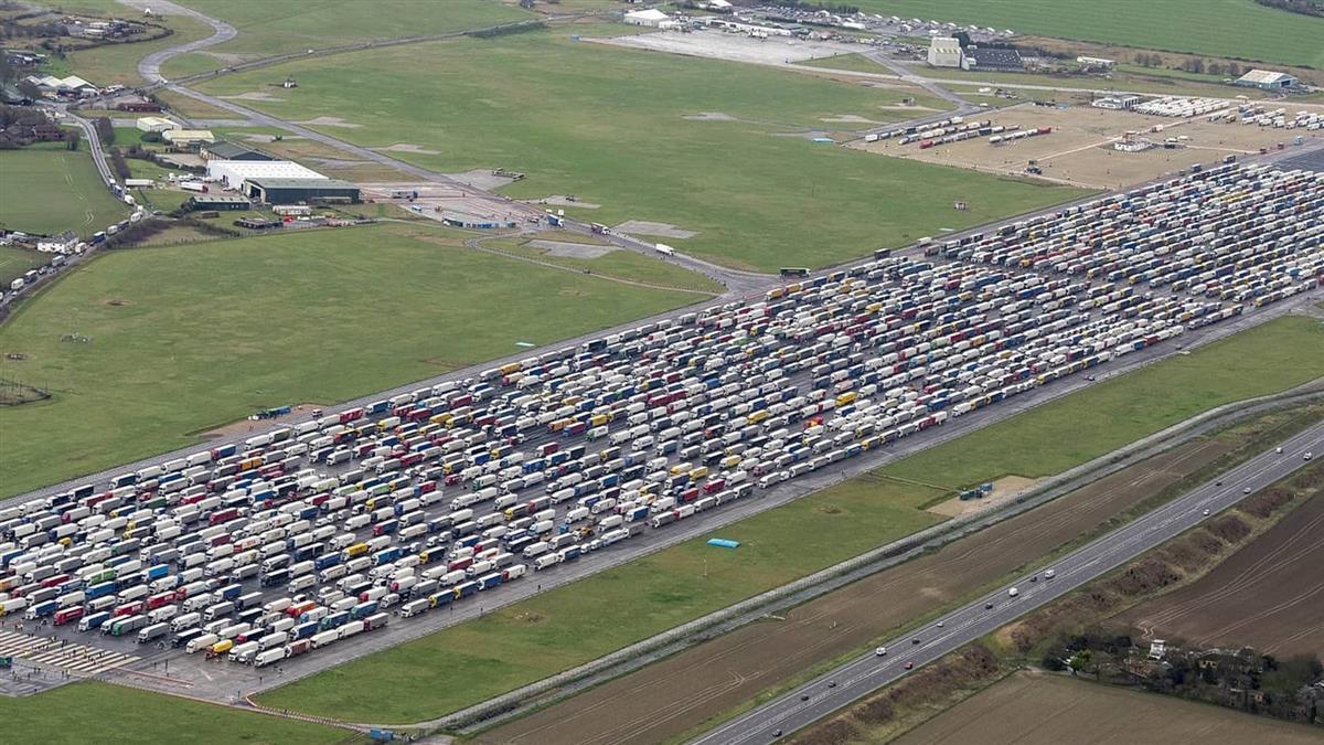 英變種病毒株擴散!邊境國家急封鎖 3800輛貨櫃車卡死