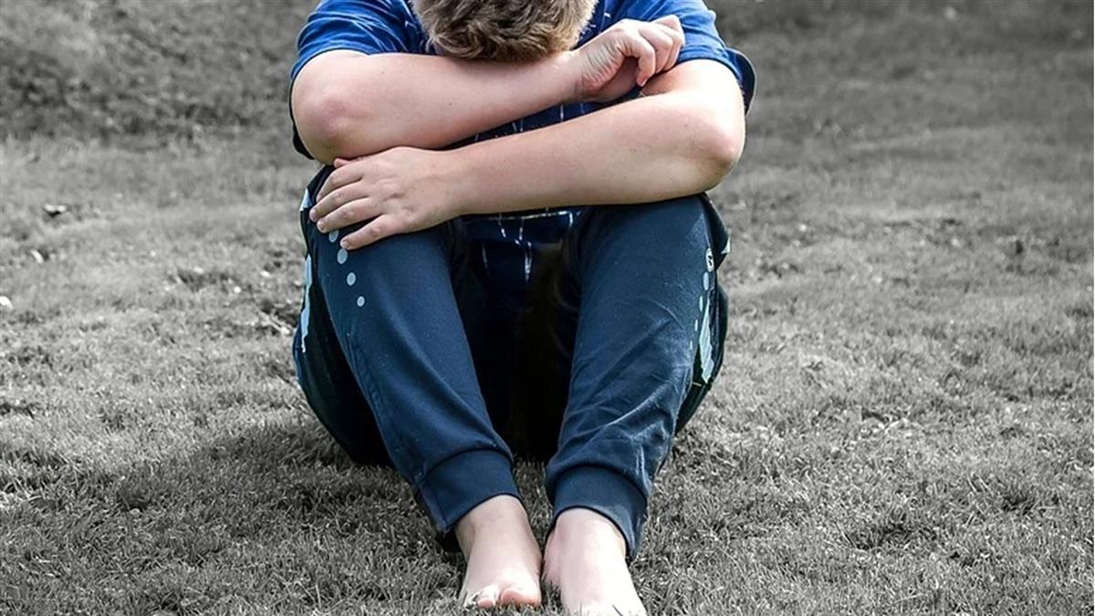 9歲童發燒狂吐「肚子詭異反彈痛」 醫一摸嚇壞:再晚恐怕...