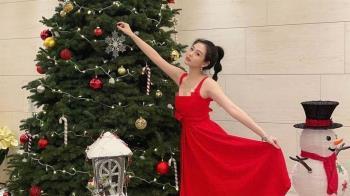 北半球快掉出來!19歲沈月化身聖誕女郎 神複製邱淑貞