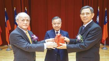 最高行政法院院長 吳明鴻4年前呼聲高擦身過
