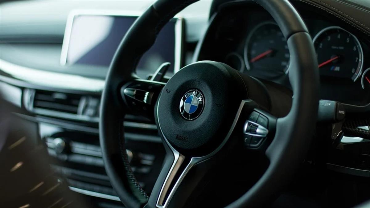 BMW擬推「訂閱收費」!新功能上鎖 車主花錢才能用