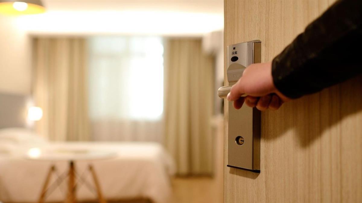 酒店驚傳血案!正妹遭砍4刀全身血慘死床上 男友被割喉昏迷