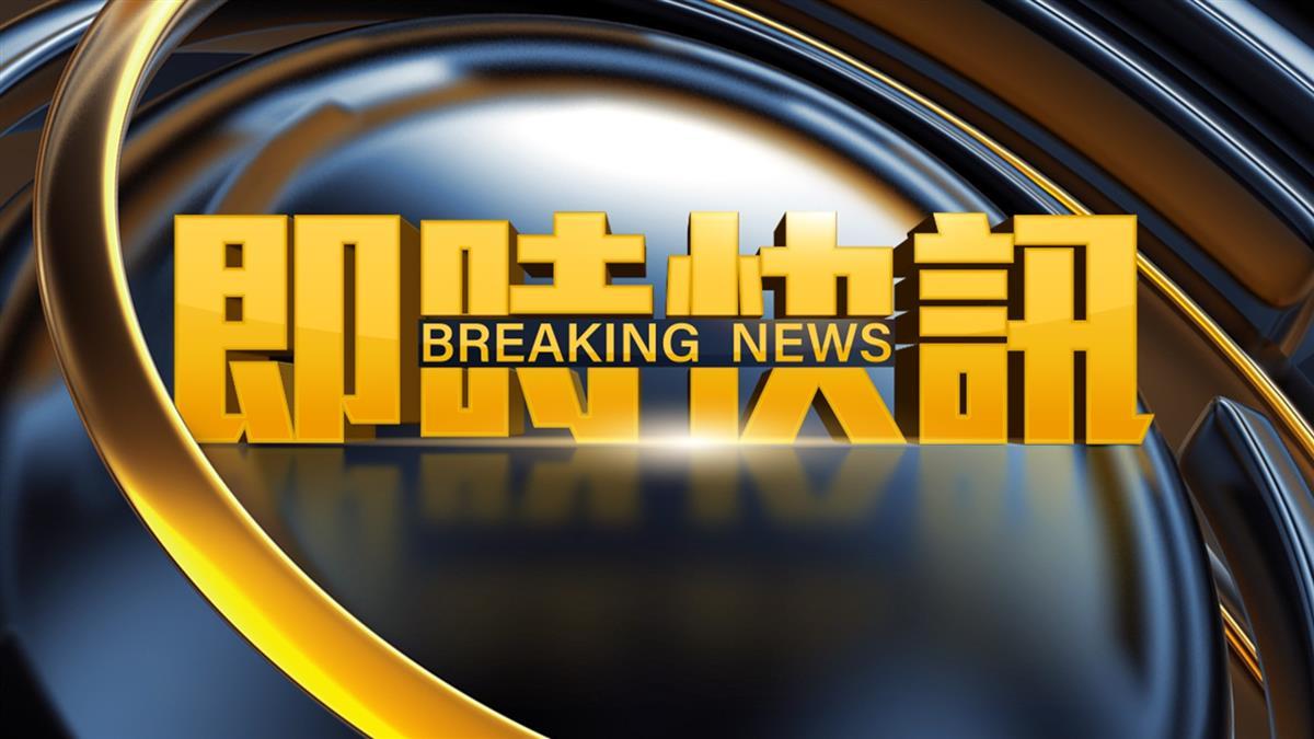 快訊/北捷龍山寺站60歲男昏倒 2熱心乘客蹲地輪流CPR救援