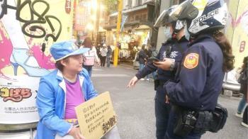 網紅西門町舉牌「徵替身使者」 上門的不是乾媽而是他