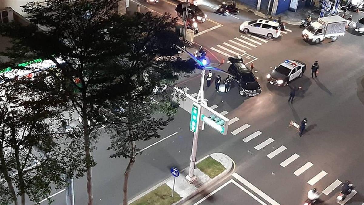 快訊/通緝犯撞傷副所長逃逸!高雄警開11槍攔車 後座驚見屍體