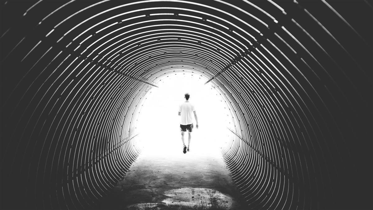 就是想逃!一英國人試圖從穿越海底隧道「走到」法國