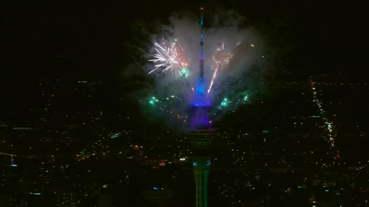 快訊/迎接2021!紐西蘭全球首秀煙火 照亮奧克蘭夜空