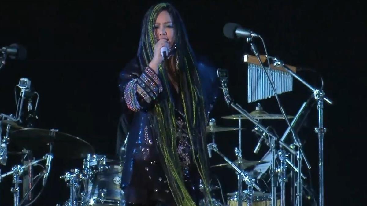 快訊/阿妹跨年演唱會突喊卡 向7萬粉絲道歉:我不是故意的