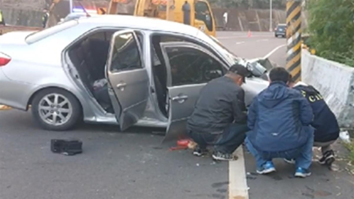 快訊/台南重大車禍 轎車疑自撞2人無生跡1重傷送醫