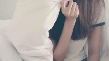 失戀揪男閨密跨年 正妹遭強吻、睡同床崩潰:出大事了