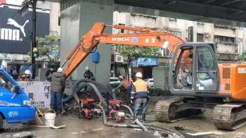 快訊/板橋自來水管破裂!1萬5千戶受影響 市府急設10取水點
