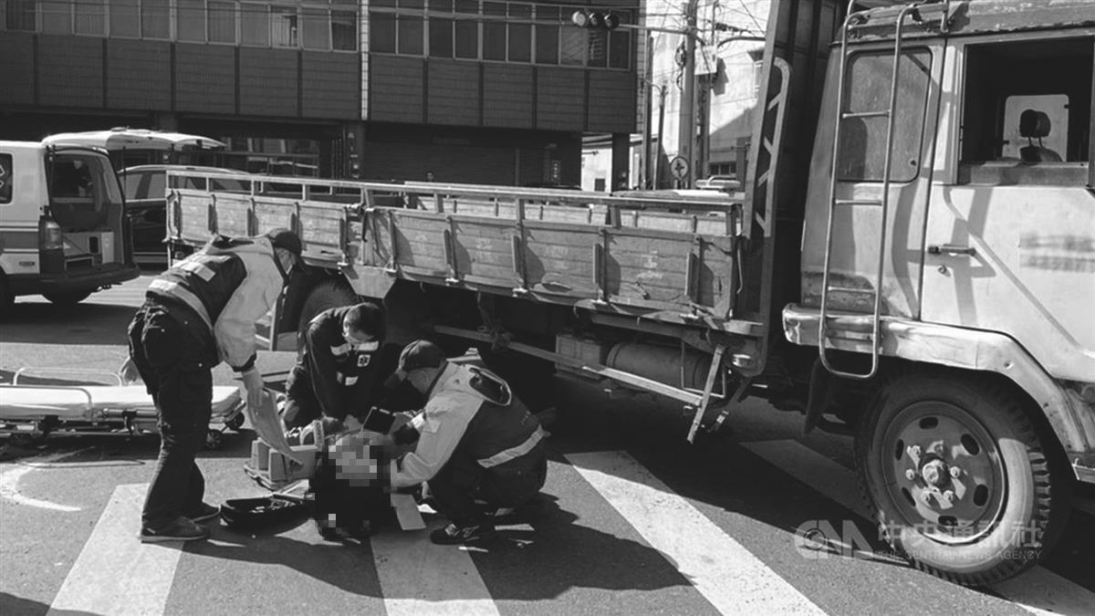嘉義大貨車酒駕右轉撞機車 騎士「捲進車輪下」慘死