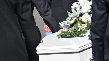 母喪禮花45萬!姊要求2弟平分被嫌貴 法官算完秒打臉