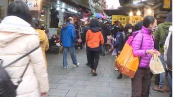 連假第二天!金山老街湧觀光潮 遊客「推著走」好熱鬧