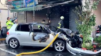 揉眼睛釀禍?車追撞起火衝民宅 駕駛跳車撿回一命
