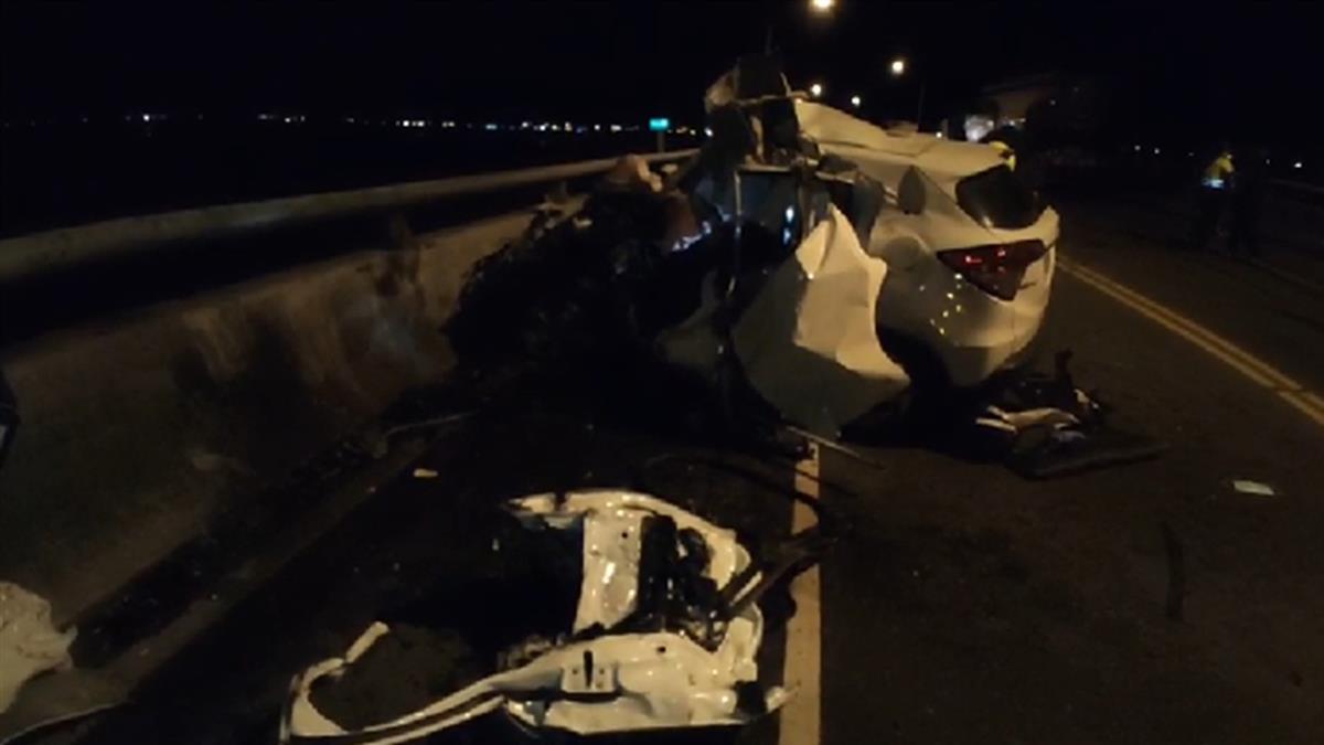台二線自小客逆向對撞曳引車 車頭全毀駕駛無生跡