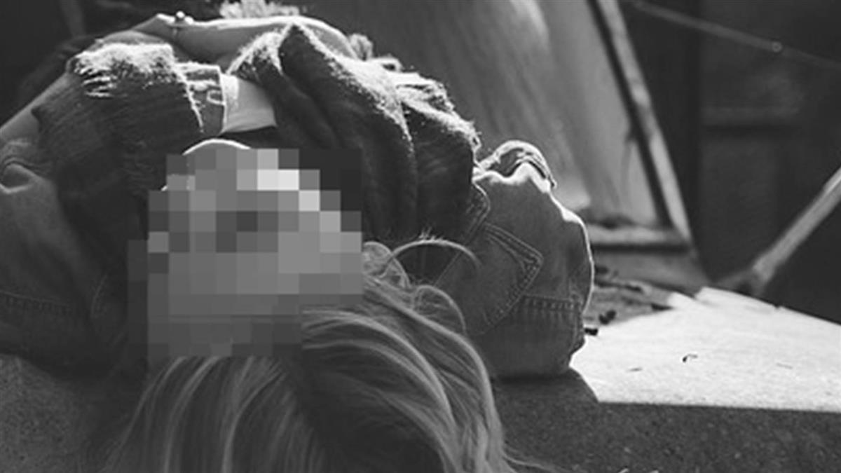 女教師偷情校長「車震一半被活逮」  慘遭多人翻褲檢查