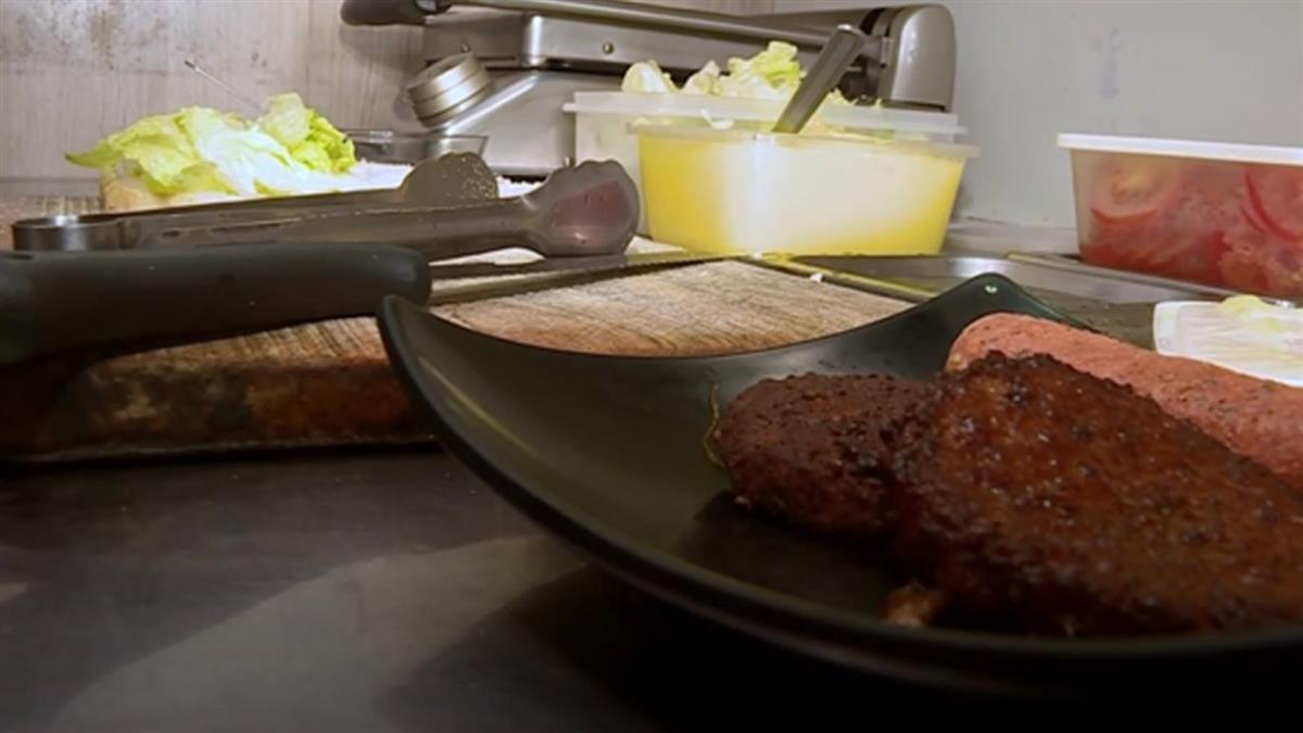 「用什麼豬肉?」台中素食店被查萊豬 網:稽查員累了嗎