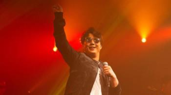 網嘲「看蕭煌奇的演唱會需要買螢光棒嗎」 唱片公司怒了