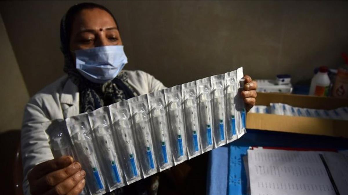 印度批准一款國產疫苗緊急使用 為何引發外界擔憂質疑