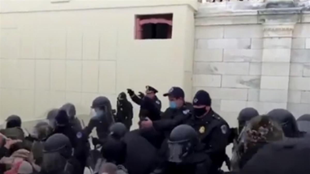 川普支持者闖入國會大廈 1女中彈倒地
