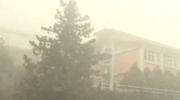 太平山雨勢不斷 溫度溜滑梯 民眾上山等雪